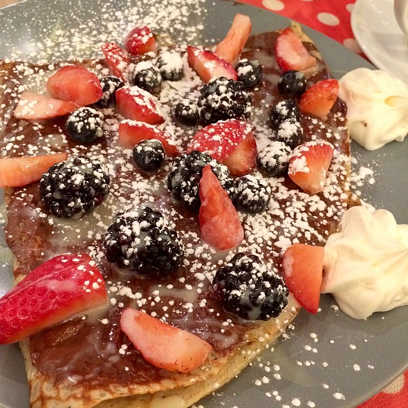 Merry Berry Crepe @ Geppetto Cafe
