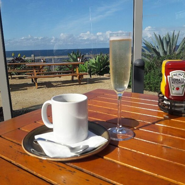 Coffee And Champagne @ Nelson's