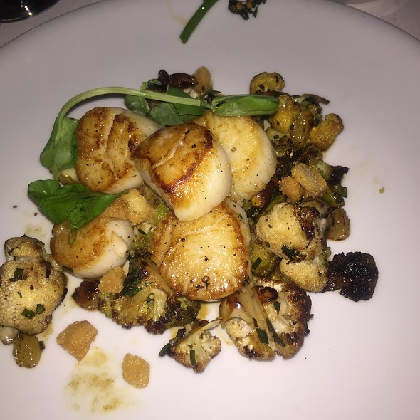 Scallops With Cauliflower