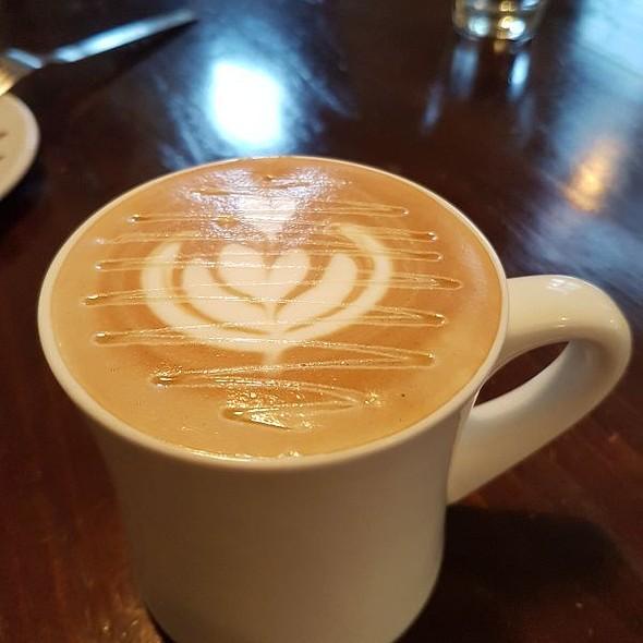 Honey Cafe Latte @ 2J CAFE