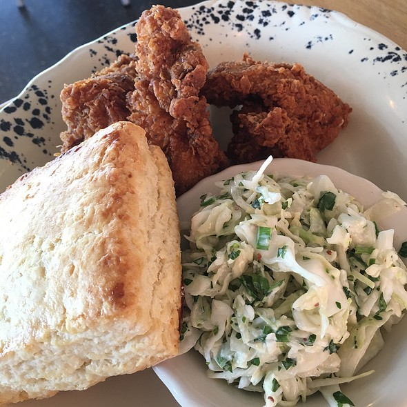 fried chicken @ Whistle Britches