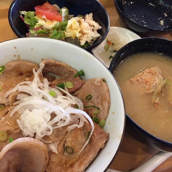 かみふらのポークの豚丼膳 栗がにの鉄砲汁付き @ ジョナサン 不動前店