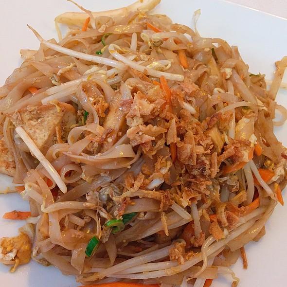 Fried Pho Noodles & Tofu