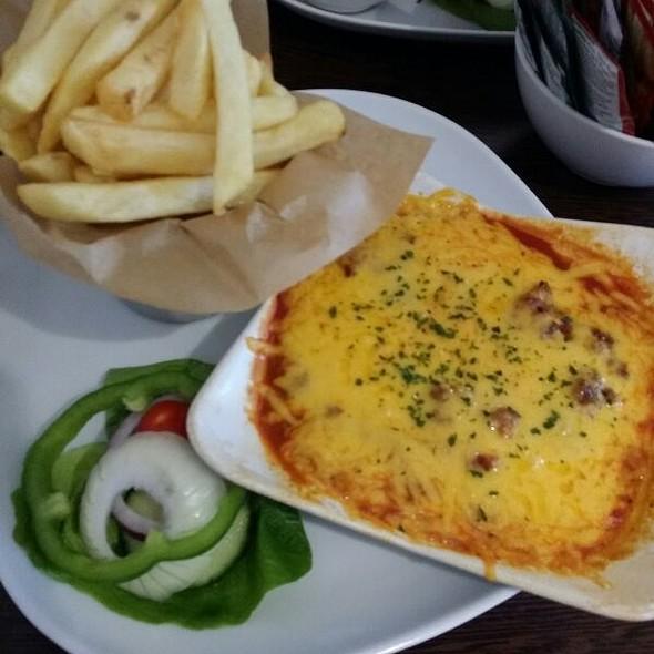 Lasagne, Chips & Side Salad