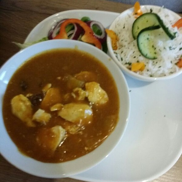 Chicken Curry With Rice & Side Salad