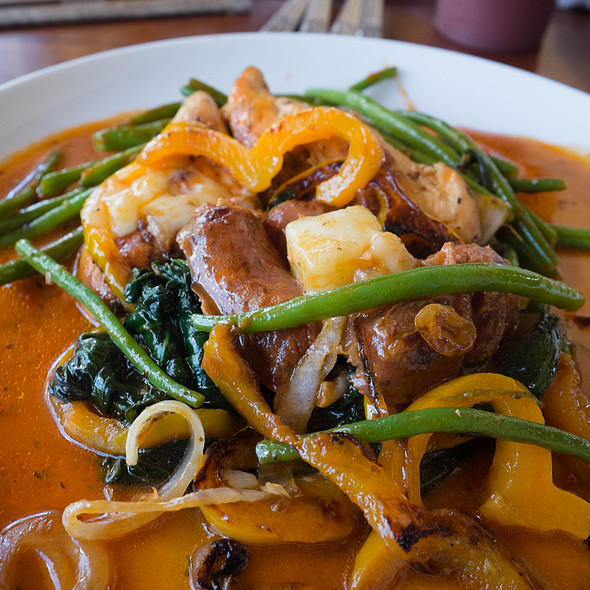 Chicken breasts with melted cheese, spinach, French beans and longanizas @ Villa Strelitzia
