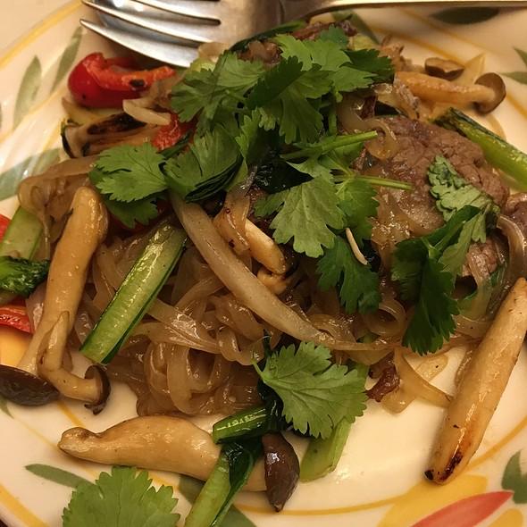 Stir Fried Beef And Vegetable Pho