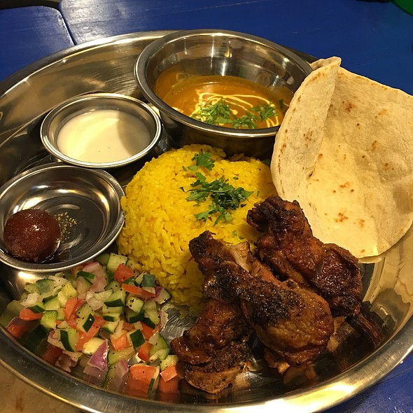 Grilled Chicken Tikka Thali @ Naan