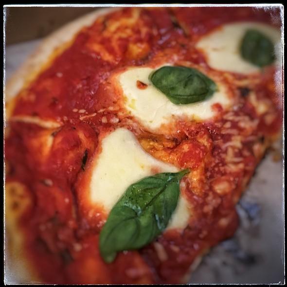 Margarita Pizza @ Arugula