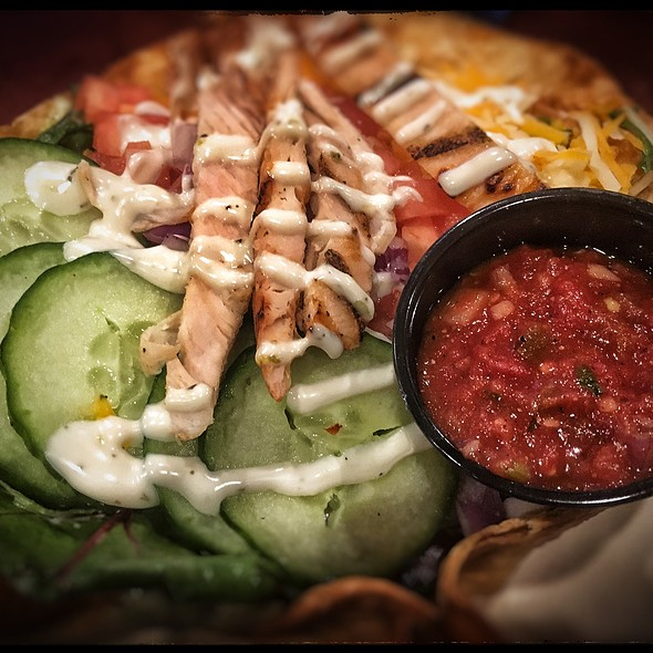 Tortilla Bowl Grilled Chicken Taco Salad @ St.Louis Bar & Grill