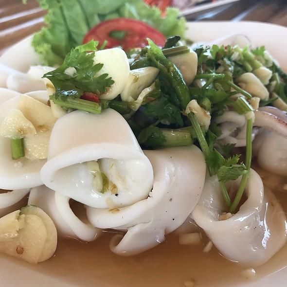 ยำปลาหมึก | Spicy Squid Salad