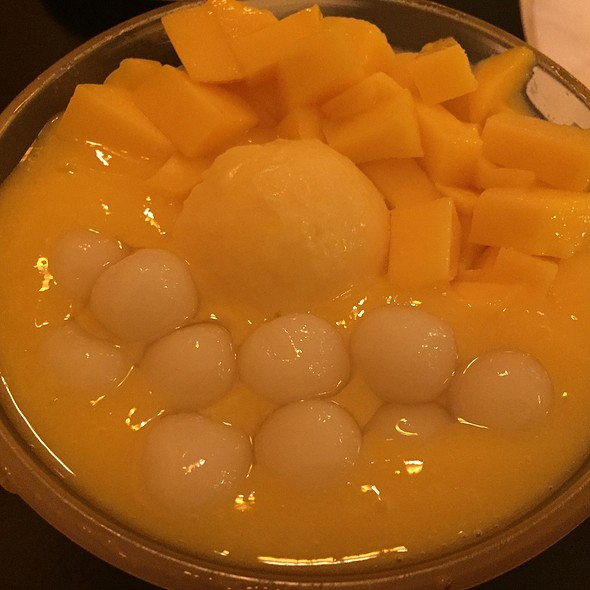 Mango With Glutinous Rice Balls