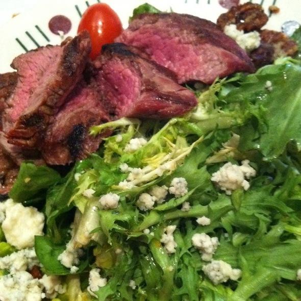 Grilled Sirloin Steak Salad - Logan Tavern, Washington, DC