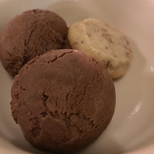 Chocolate Ice Cream With Shortbread Cookie