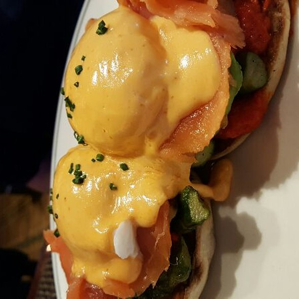 salmon eggs benedict @ The Henry @ The Cosmopolitan