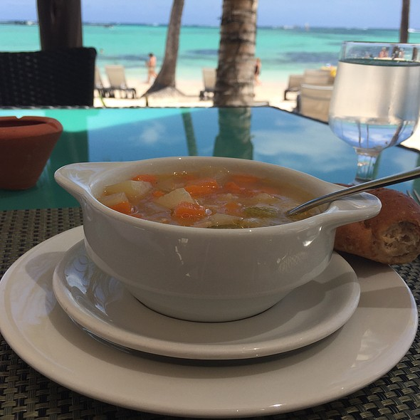 Chicken & Vegetable Soup @ La Brisa