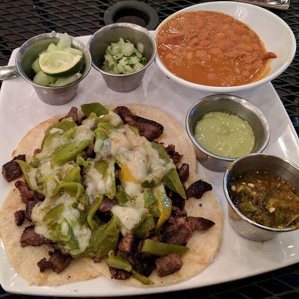 Sirloin Tacos Chuky's con Chile