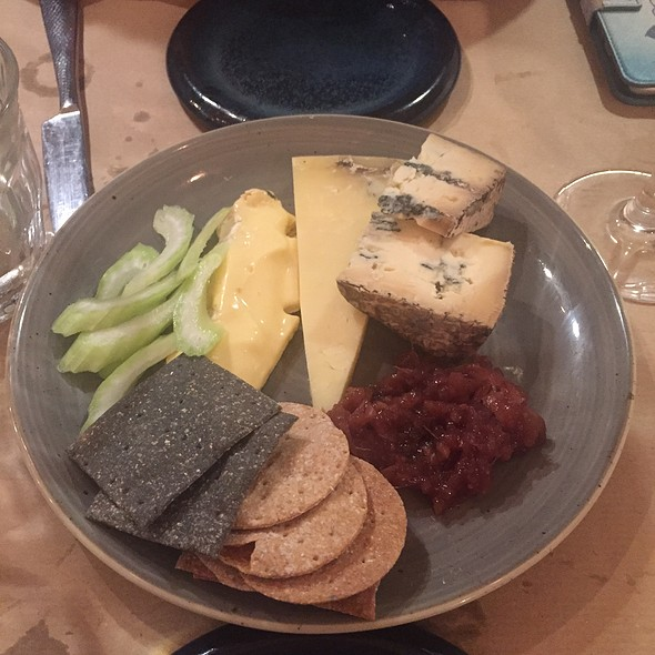 3 Cheese Dessert Plate - Cornish Yargh, Oxford Isis, and Cropwell Stilton