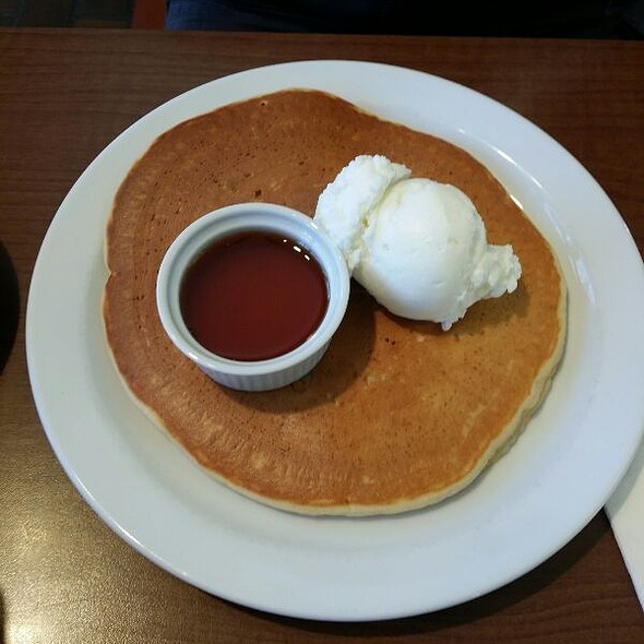 Giant Pancake With Syrup & Ice Cream
