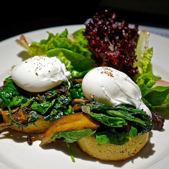 Veggie eggs Benedict, roasted wild mushrooms, spinach, Alonso's English muffin, green gem salad