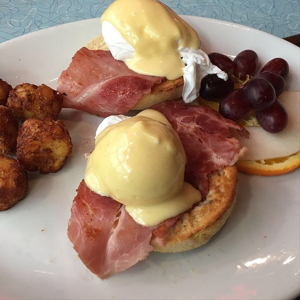 Eggs Benedict @ The Diner
