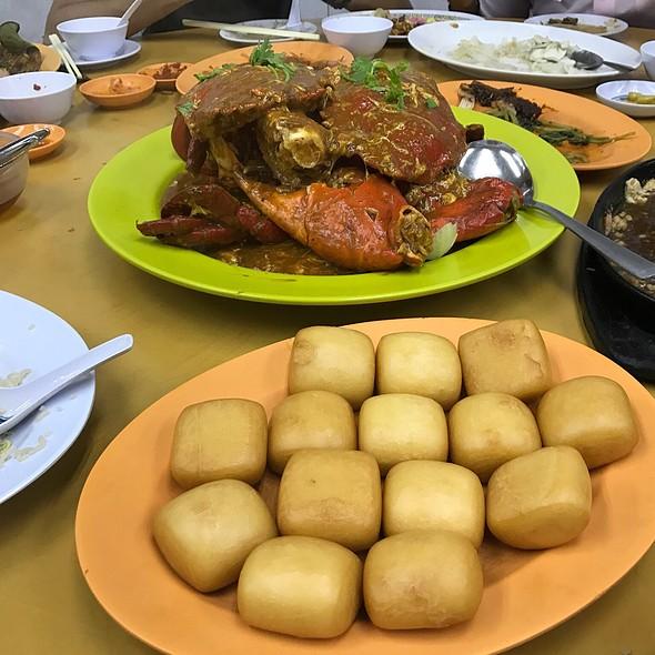 Singaporean Chilli Crab w/ Mantao