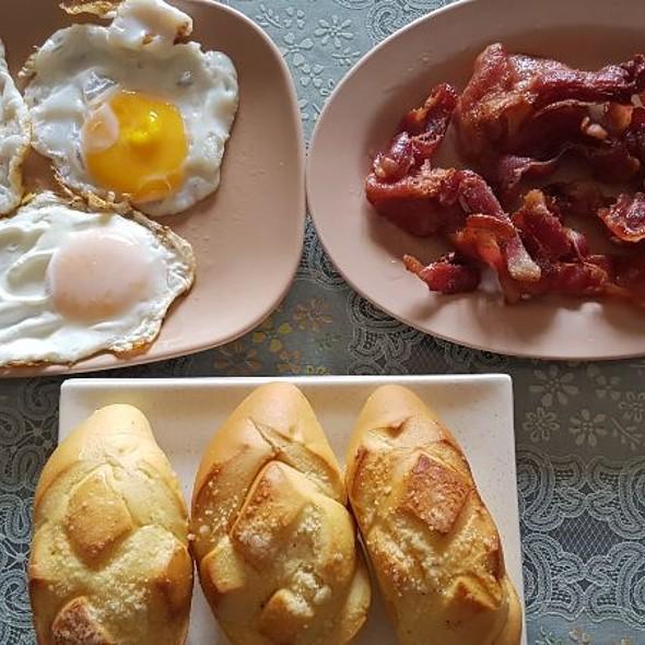 Egg, Bacon & Bread