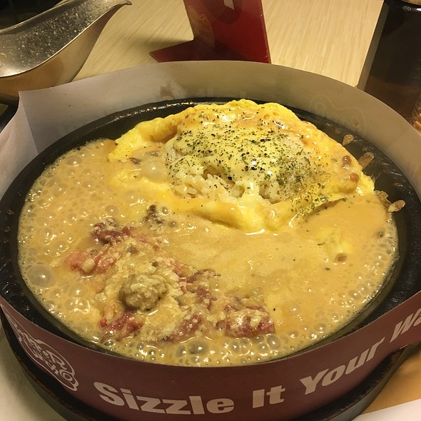Cheesy Omelette With Creamy Brown Sauce