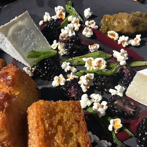 Alpine Cheese & Fruit Plate