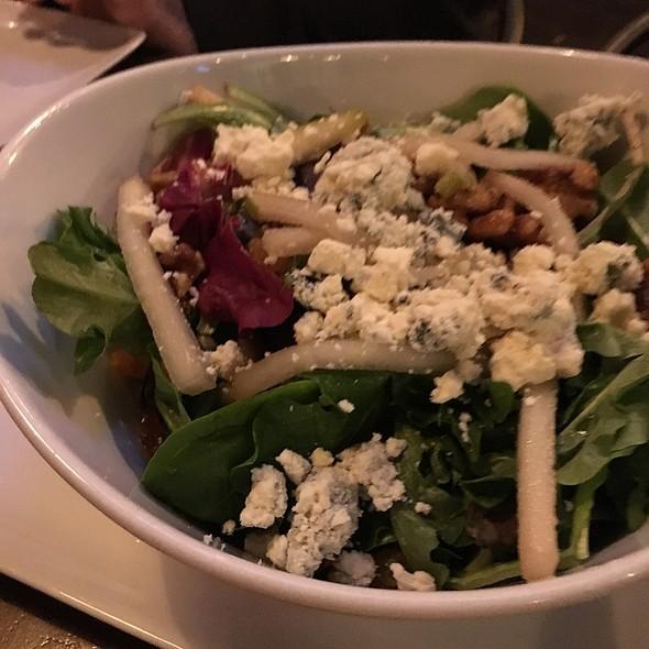 Pear Gorgonzola Salad