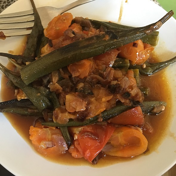 Okra (Bamia Pods) With Tomato And Onions