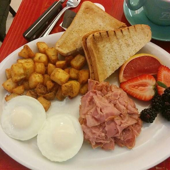 Breakfast Platter Meal @ Phat