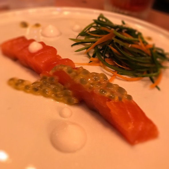 Salmone, Passion Fruit, Latte Di Mandorle