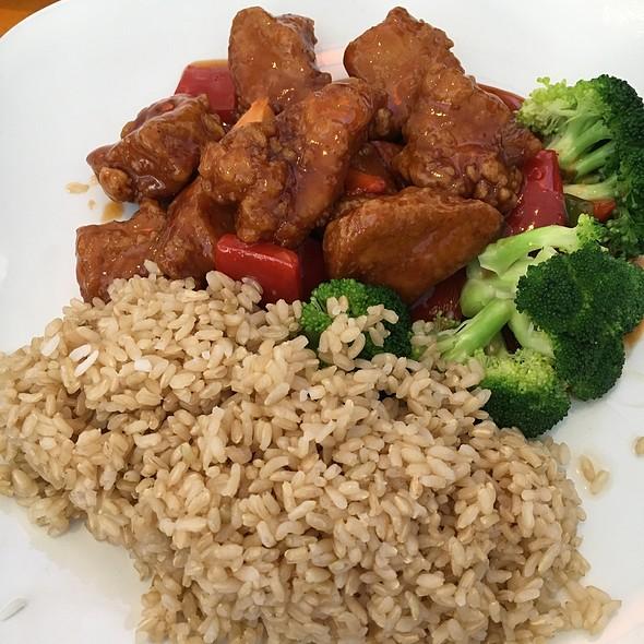 General Tso's Chicken @ Baumgarts Cafe