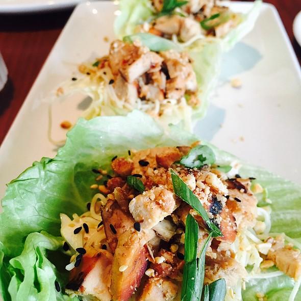 Lettuce Chicken Wraps