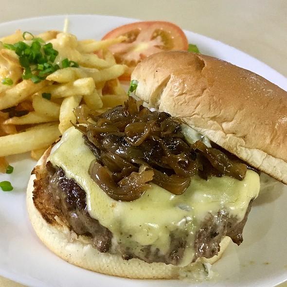 Cheeseburger @ grit Pek Kio