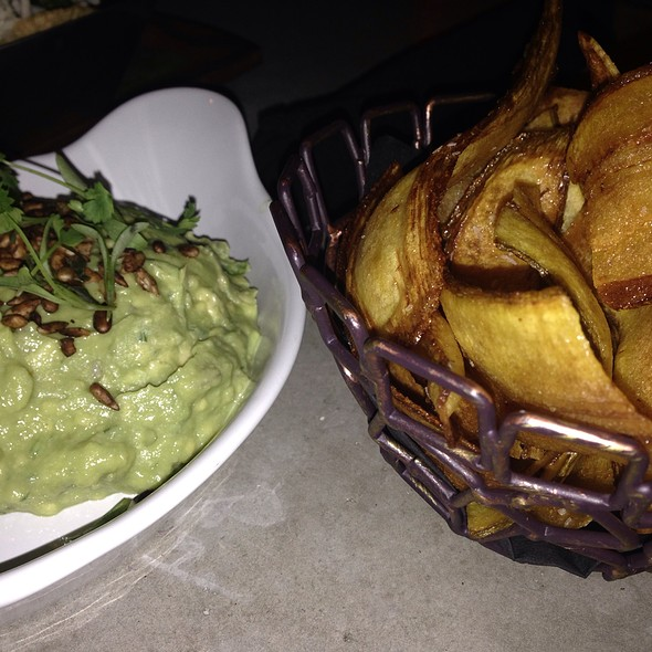 Guacamole And Plaintain Chips @ Viva Hollywood