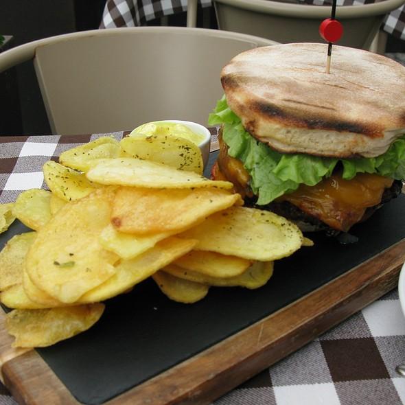 Santiago beef burger 300