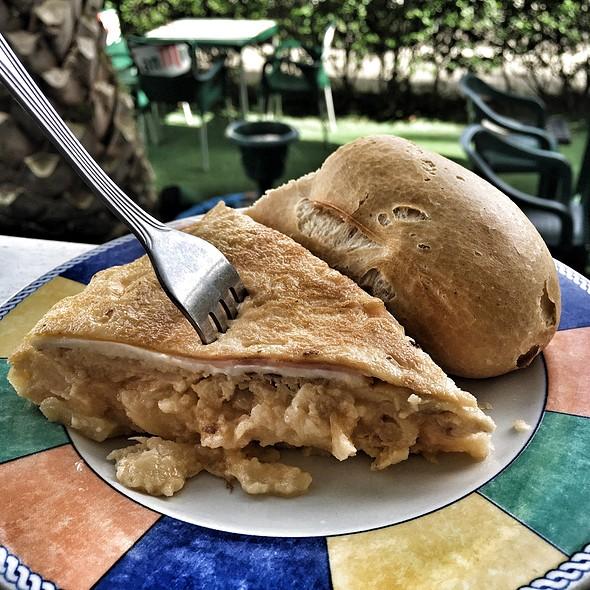 Pintxo De Tortilla De Patata Rellena De Jamón York Y Queso