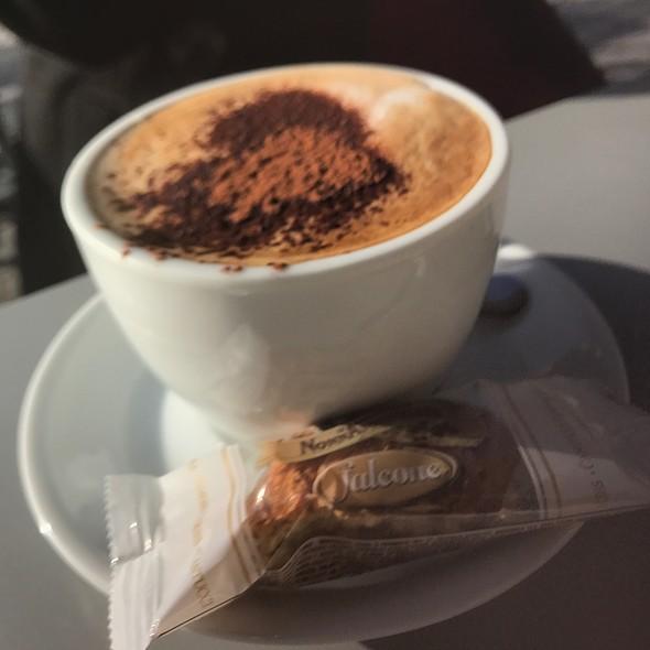 Cappuccino @ Le Graal