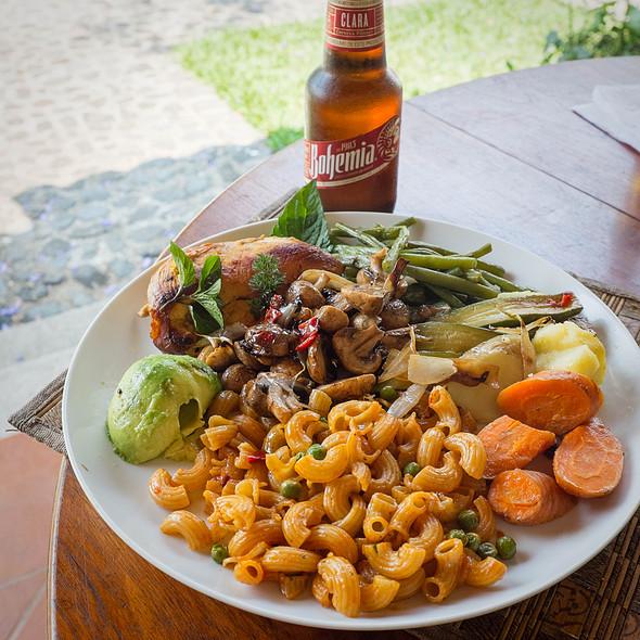 Chicken breasts, coditos and mixed veg @ Villa Strelitzia