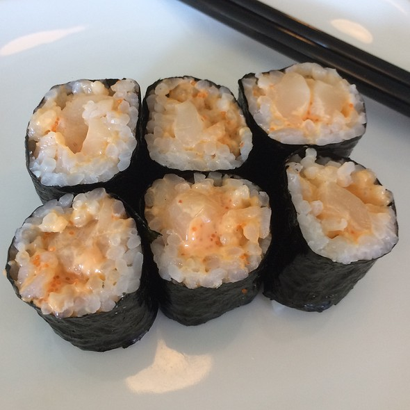 Spicy Scallop Roll
