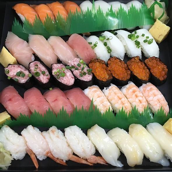Assorted Sushi @ Finolab