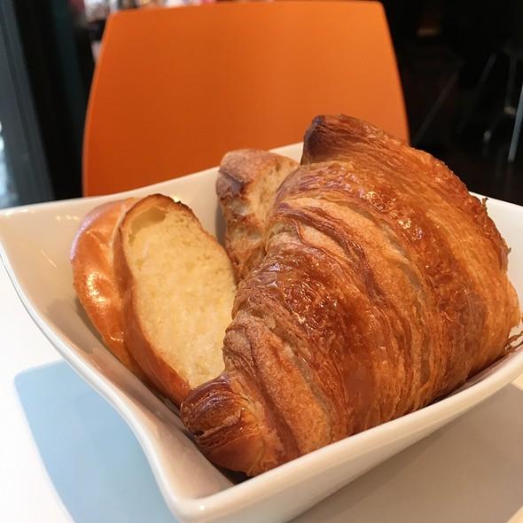 breads @ Maison Kayser Café