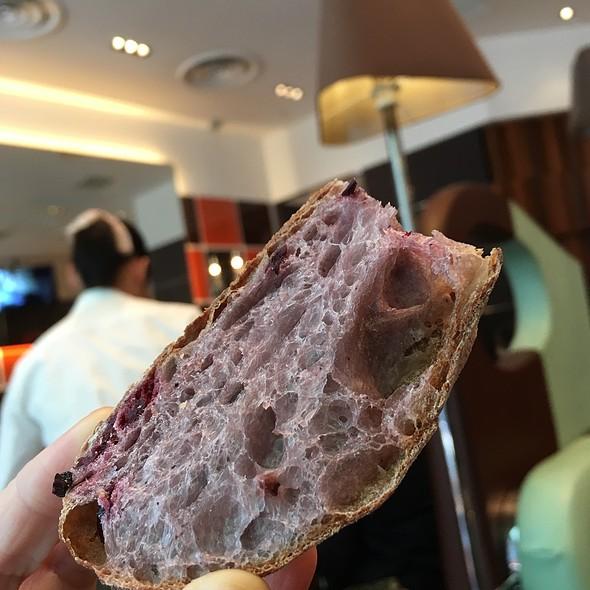 Blue Berry Bread @ Maison Kayser Café