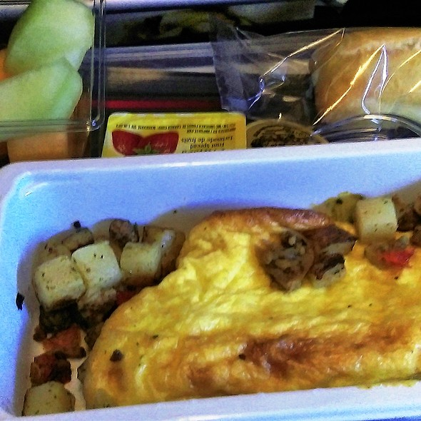 Breakfast - Florentine Omelette with Beef, Mushroom and Potato @ Air Canada YYZ to HKG