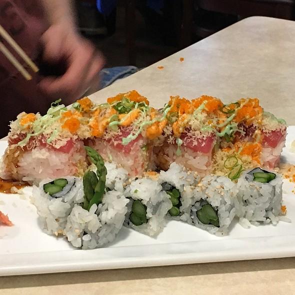 Playgirl Roll & Asparagus Roll @ Maru Sushi