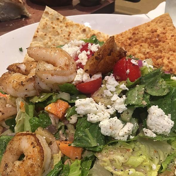 Mediterranean Salad With Grilled Shrimp