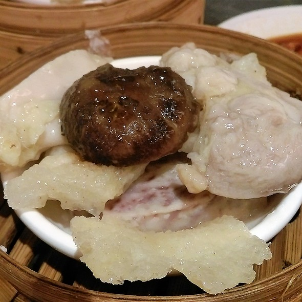 北菇棉花雞 Steamed Chicken with Fish Maw and Mushroom @ 金功夫點心火鍋