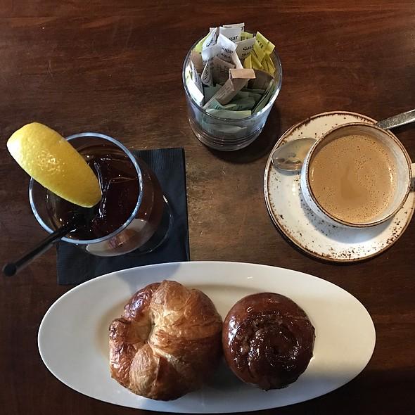 Pecan Cinnabon & Butter Croissant @ Tessa